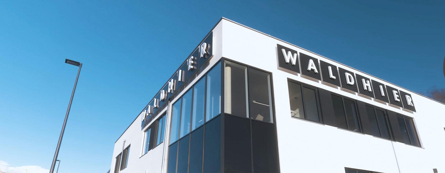 Waldhier-Showroom-Gebaeude-Aussenansicht